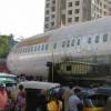 Chofer borracho deja un Boeing 737 en mitad de la calle en La India