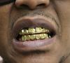 Detienen a un hombre que robaba dientes de oro en cementerios