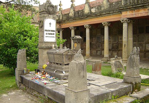 La tumba de Nachito - Leyenda Urbana